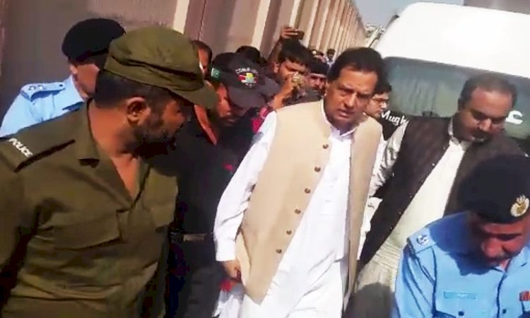 Why Captain Safdar Arrested In Karachi?