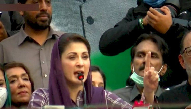 Person Throw A Stick On Maryam Nawaz  In Shahdara Rally