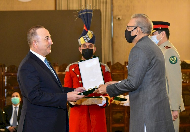 President Arif Alvi Conferred Hilal-e-Pakistan On Turkish Foreign Minister