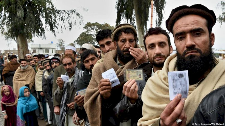 Pakistan To Issue Smart Cards To Afghan Refugees