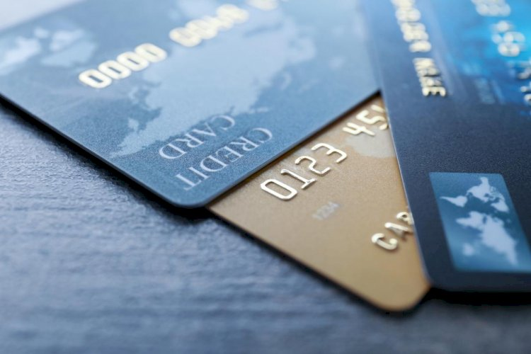 A US physicist Becomes A Millionaire By Paying Credit Card Bills